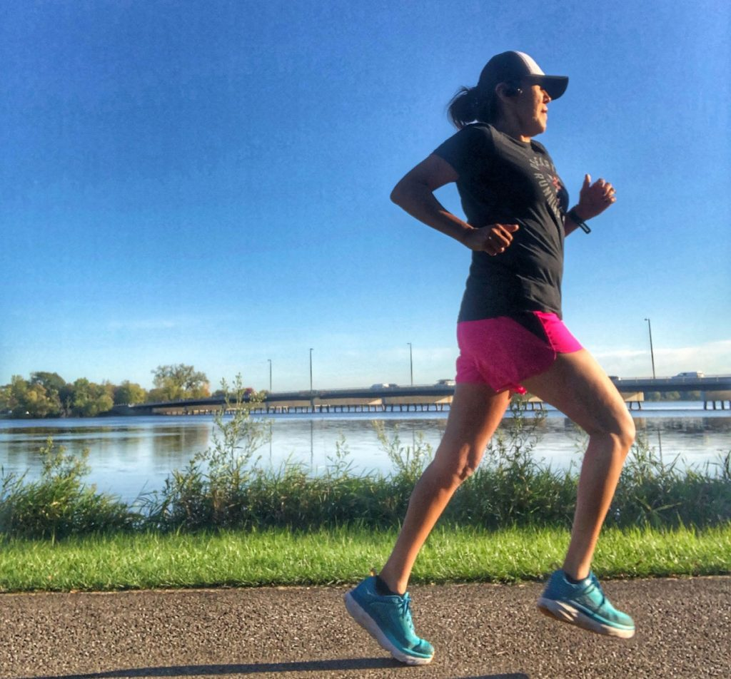 Each morning Verna runs toward the east to greet the rising sun and pay homage to her Navajo ancestors Corriendo por los que no pueden: Verna Volker