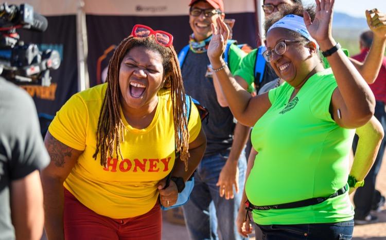 Latoya laughs at jj100 photoHowieStern 750 Inspirar a otros a invertir en sí mismos