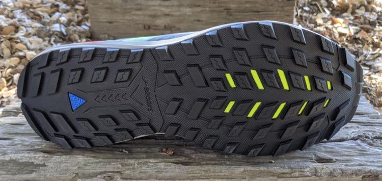 TrailTack outsole rubber 750 Brooks Cascadia 15 Trail Calzado de running