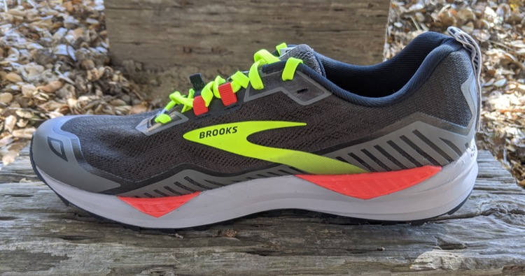 dual density midsole pivot posts in pink 750 Brooks Cascadia 15 Trail Calzado de running