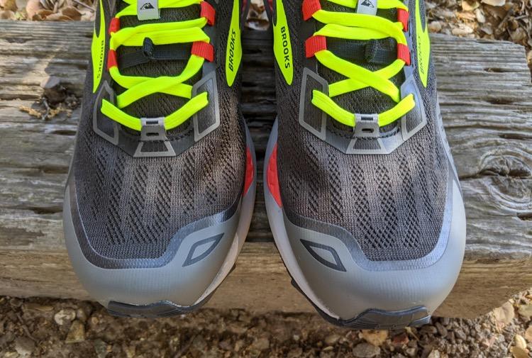 updated mesh gaiter attachment on tongue 750 Brooks Cascadia 15 Trail Calzado de running