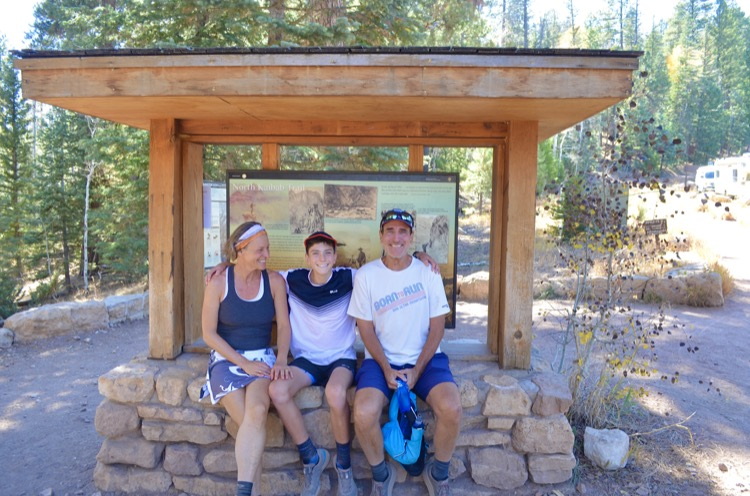 Sebastian with his parents at the finish pc Max King 750 My Grand Canyon FKT (tiempo conocido más divertido)