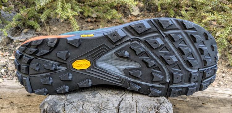 Vibram Megagrip outsole with 4mm lugs 750 Primer vistazo: zapatillas de trail Topo Ultraventure Pro
