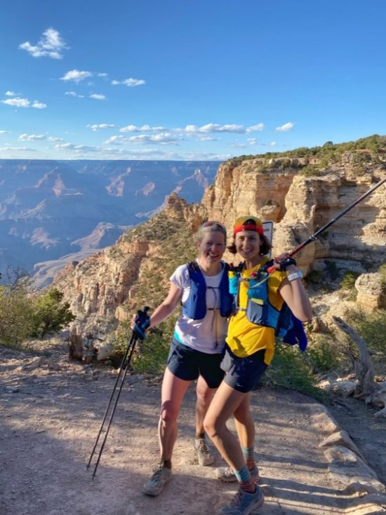 Courtney and Helen celebrating the finish of R2R2R 750 Cumpleaños R2R2R - Revista Ultrarunning