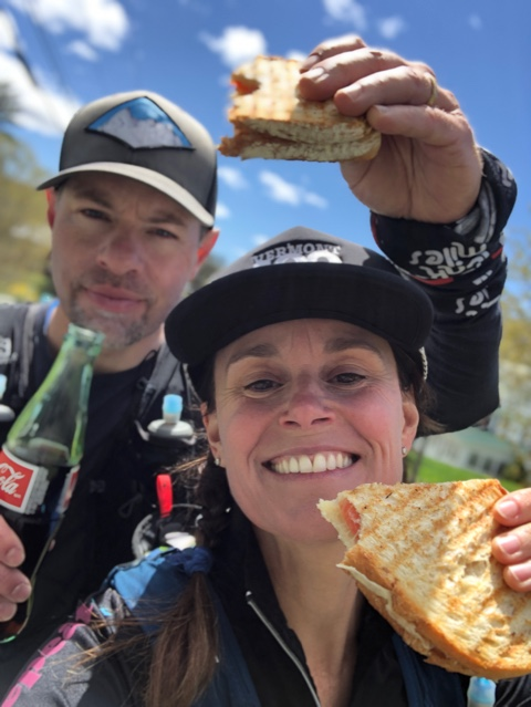 grilled cheese and a coke Corredores de cuello azul: Ejecutar local